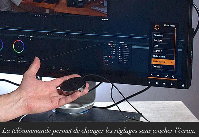 La télécommande permet de changer les réglages sans toucher l'écran.