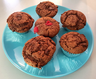 Assiette de muffins au chocolat