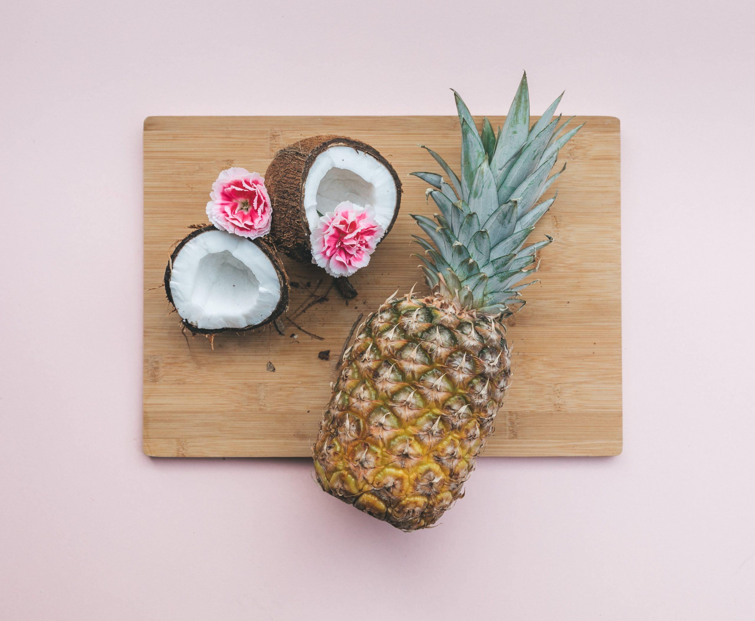 ananas, coco: des exemples typyques de fruits difficiles à éplucher