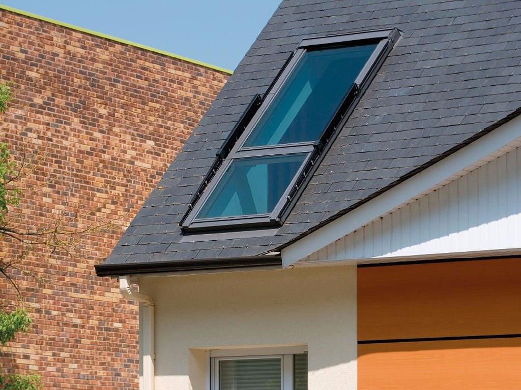 fen tre de toit cabrio de velux se transforme en balcon. Black Bedroom Furniture Sets. Home Design Ideas