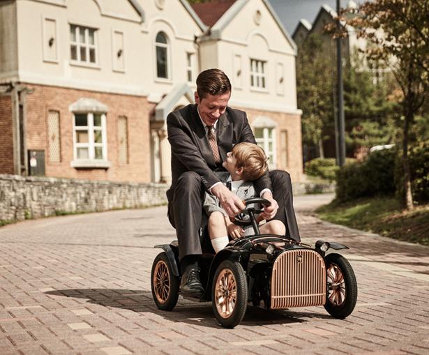 D.Throne Family Car