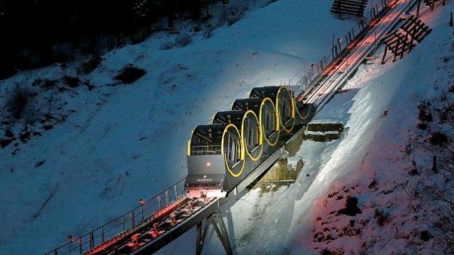 Stoos Bahn TRAM le funiculaire le plus extrême du monde