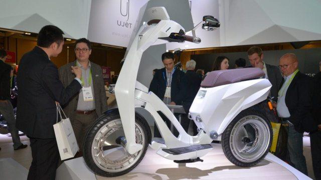 Ujet – Un scooter électrique sans pneus à nanotubes de carbone
