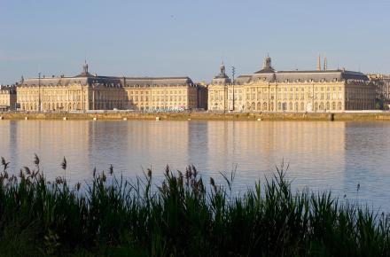 Os cais da Garonne em Bordeaux