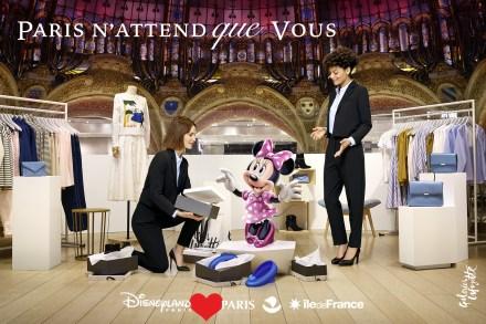 A Minnie fazendo compras