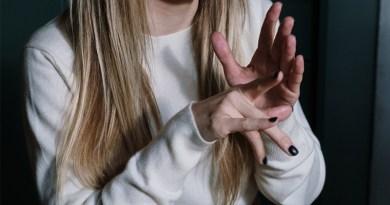 Connaître l'histoire de la langue des signes - Le blog du hérisson