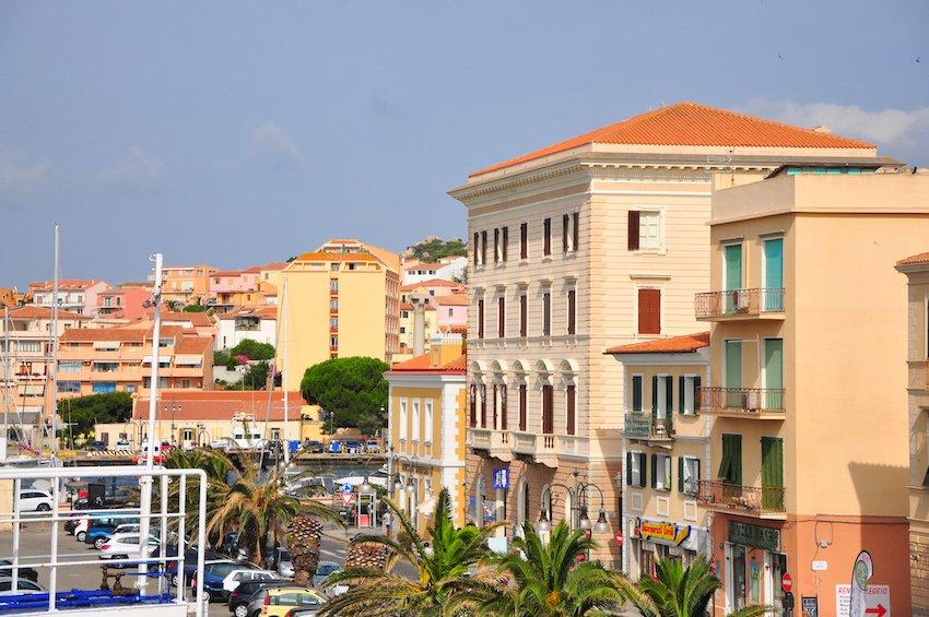 Vue du port de la Maddalena
