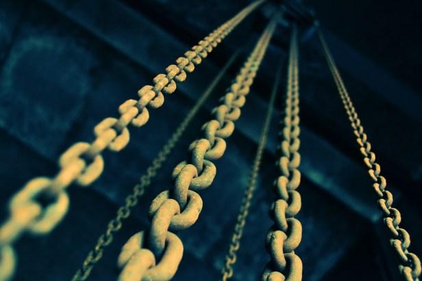 chains-919058_1280