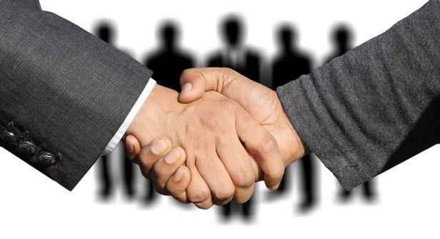 shaking-hands-3091908_1280(2)