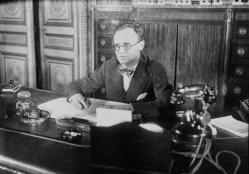 Plusieurs fois ministre de l'Air de la IIIe République, Pierre Cot a été l'un des grands artisans de l'Armée de l'air française.