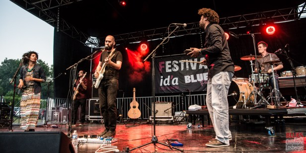 Aymeric Maini (vocals, guitar), David Le Deunff (guitar, vocals), Isla (Julia Charler), Hervé Godard (bass), Simon Riochet (drums). Aymeric Maini @ 5ème Blues Party, Les Jardins du Millenium, l'Isle d'Abeau (France), 10.06.2017. (c) Christophe Losberger