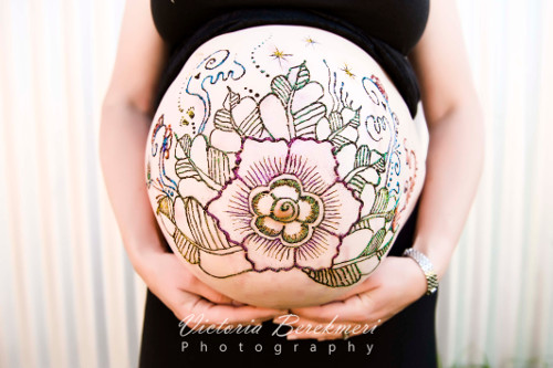 belly-painting-fleur-henne