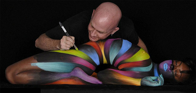 craig-tracy-body-painter-au-travail