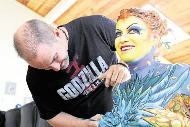 nick-wolfe-modele-body-painting