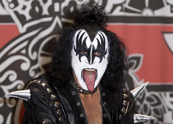 maquillage-kiss-gene-simmons