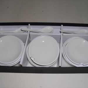 Ensemble de 3 contenants en porcelaine avec cuillères