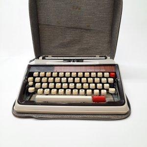 Machine à écrire avec étui