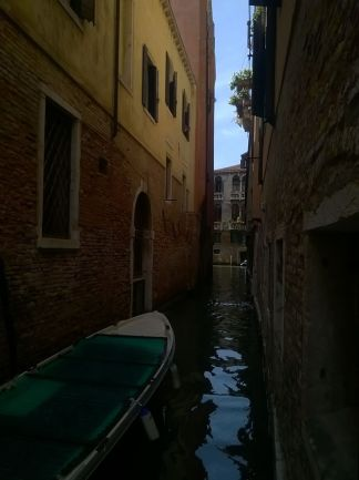 venise canal barque