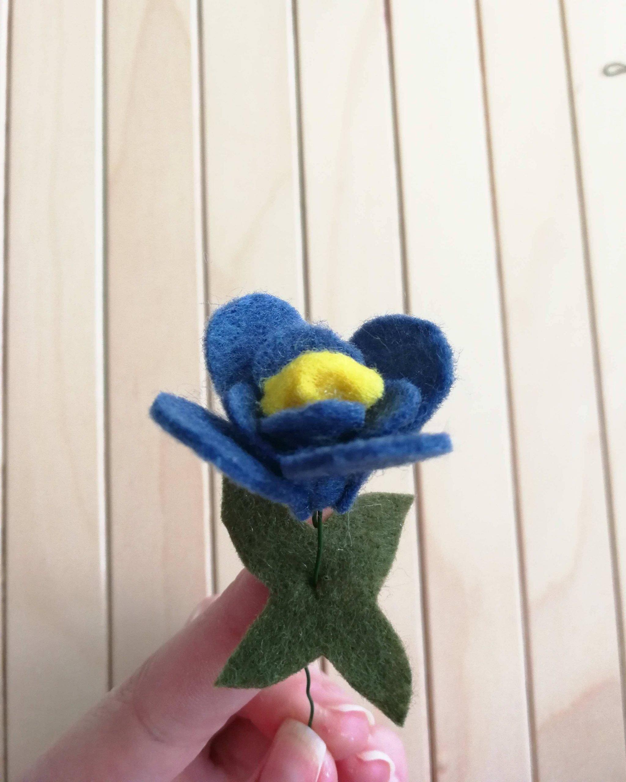 diy spring craft felt flower blue flower