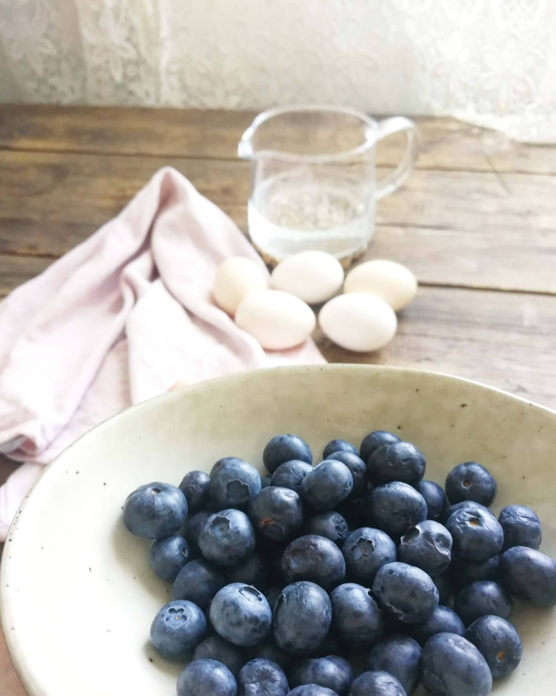dyeing easter eggs naturally with blueberries
