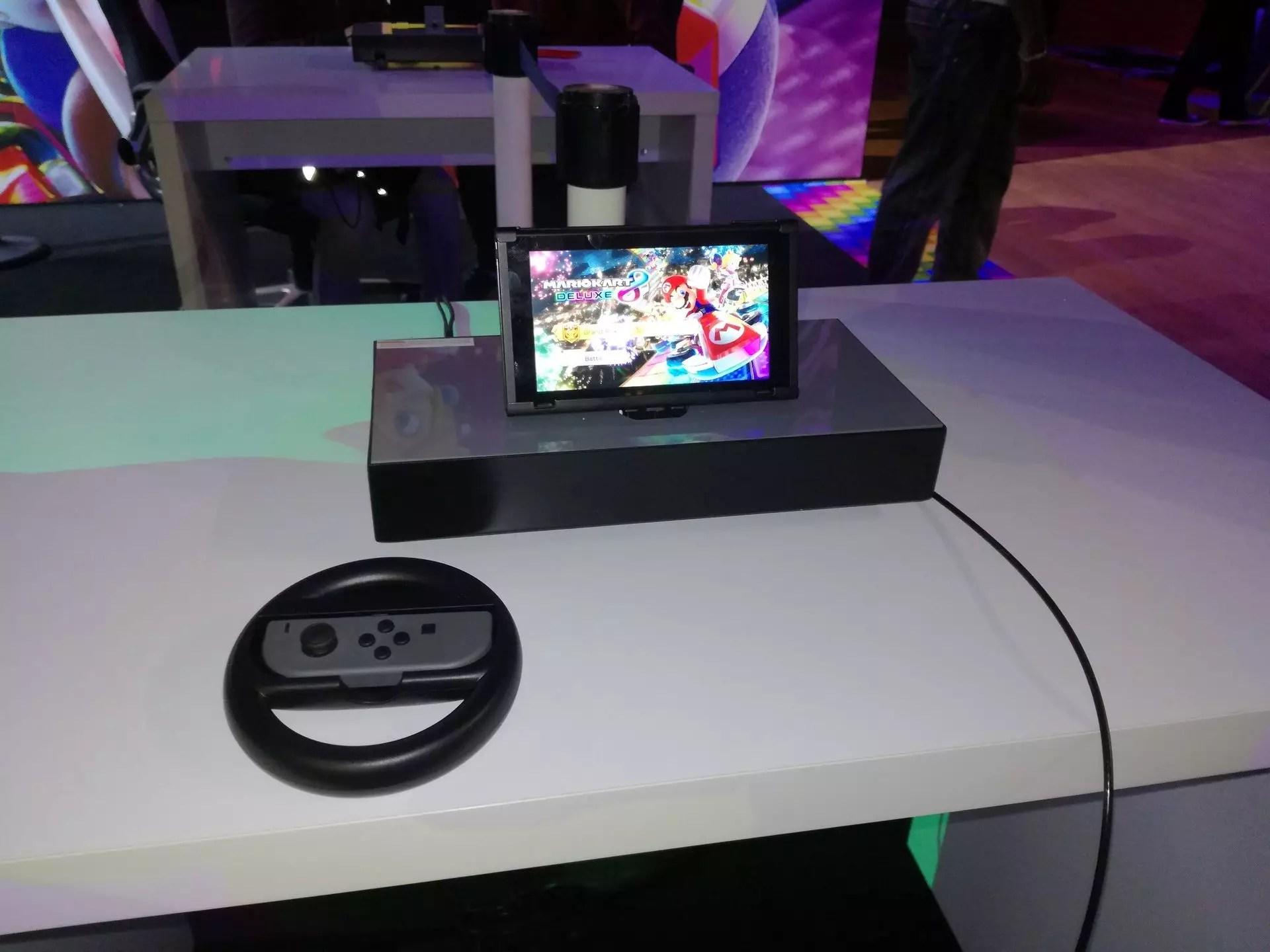 Tablette posée sur Mario Kart
