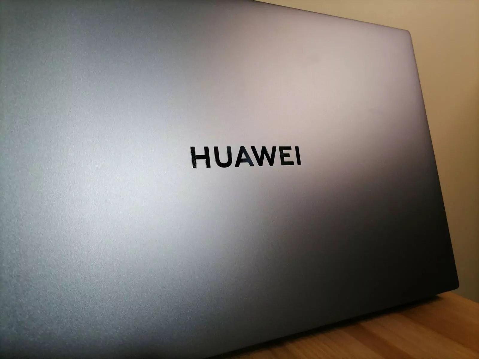Huawei MateBook D16 arrière 1