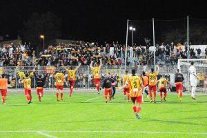 matera-lecce-0-1-squadra-esulta-con-tifosi