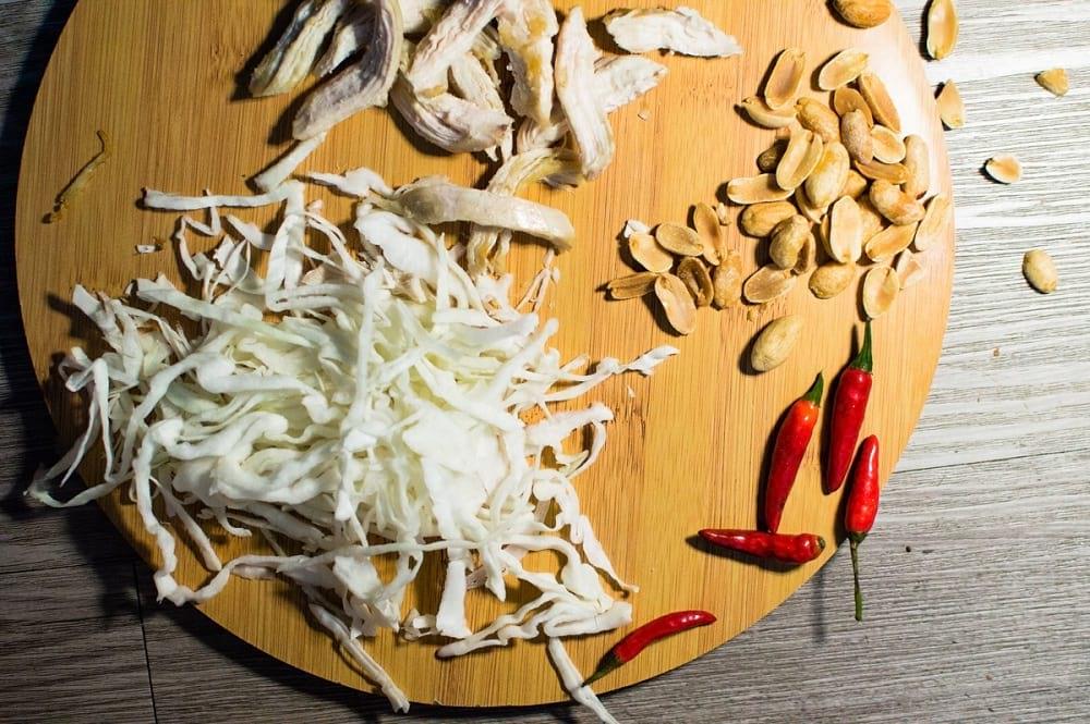 Aquí te enseño cómo preparar una ensalada de pollo, al estilo vietnamita. Una opción natural y sabrosa; libre de gluten.