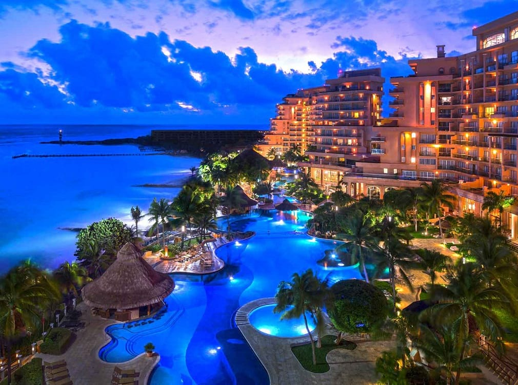 Grand Fiesta Americana Coral Beach de noche | caribe mexicano | viajes | le chat magazine