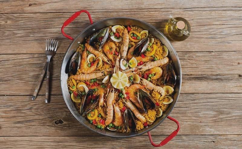 Si deseamos darle variedad a nuestros domingos, es mejor tener en cuenta una paella de mariscos. Receta, paso a paso. Ingresa.