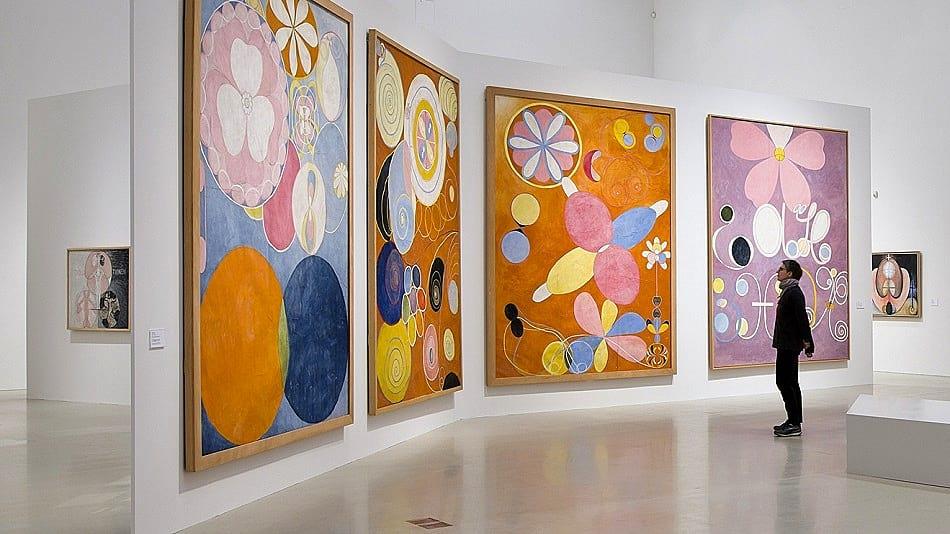 HILMA AF KLINT, LA ARTISTA QUE SE INSPIRABA CON LOS ESPÍRITUS  arte  LE CHAT MAGAZINE REVISTA DIGITAL