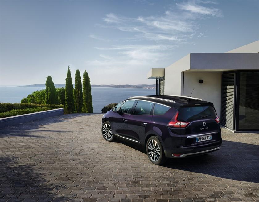 Renault_Grand_SCENIC_Initiale_Paris _ crédit Patrick Curtet/Prodigious