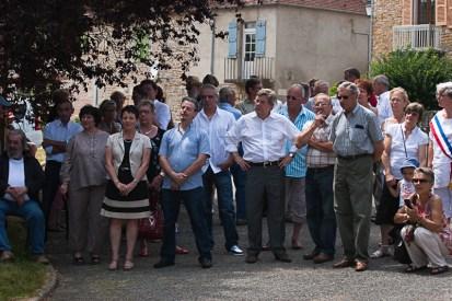 Elus et habitants réunis pour accueillir le coq © cehem, 2012