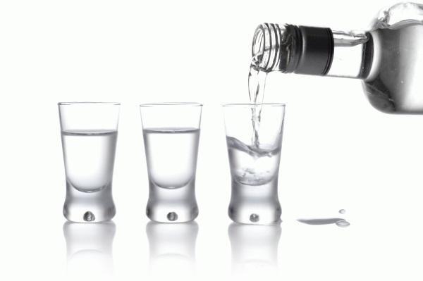 Можно ли при температуре натираться спиртом