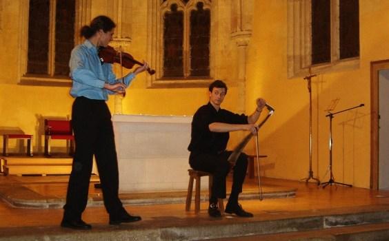 Duo_de_violon_et_de_scie_musicale