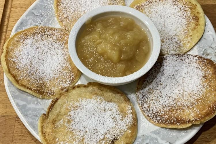 Pancakes mit Apfelmus