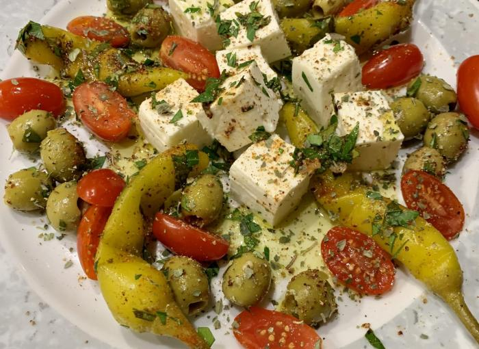 Oliven-Peperoni-Schafskäse