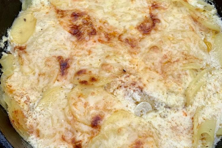Kartoffelgratin im Dutch Oven