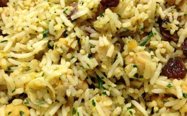 Reissalat mit Kichererbsen, Rosinen, Curry und Korianderkraut