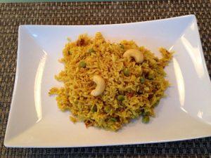 Gebratener Reis mit Erbsen und Cahewkernen