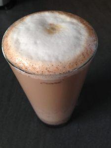 Ingwer Chai Latte mit Kardamom, Zimt, Vanille und Kakao