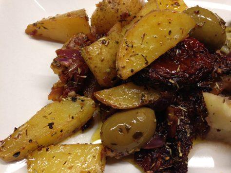 Ofenkartoffel mit Mandeloiven und getrockneten Tomaten