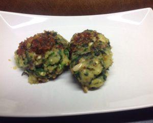 Kartoffel Spinat Puffer mit Feta und Pinienkernen
