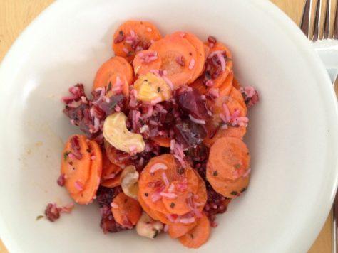 Reissalat mit Rote Bete, Orange und Möhre, Cashew und Koriander