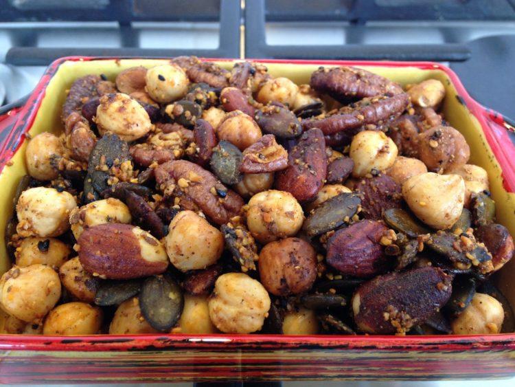 Geröstete Nüsse mit Dukkah, Honig und Rosmarin
