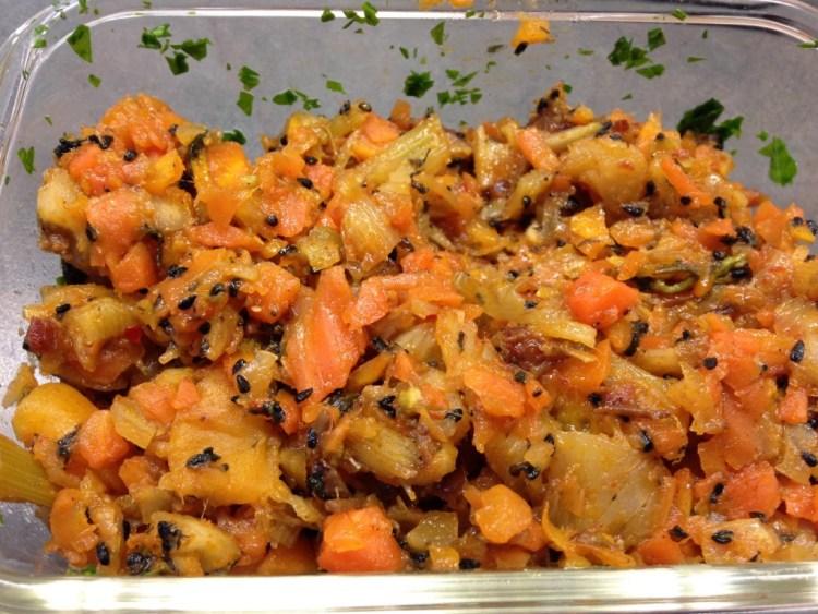 Möhren Fenchel Gemüse mit Aprikosen Datten und Harissa