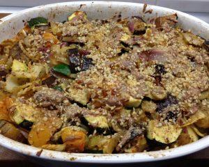 Fenchel Auberginen Zucchini Gratin mit Aprikosen und Mandelkruste