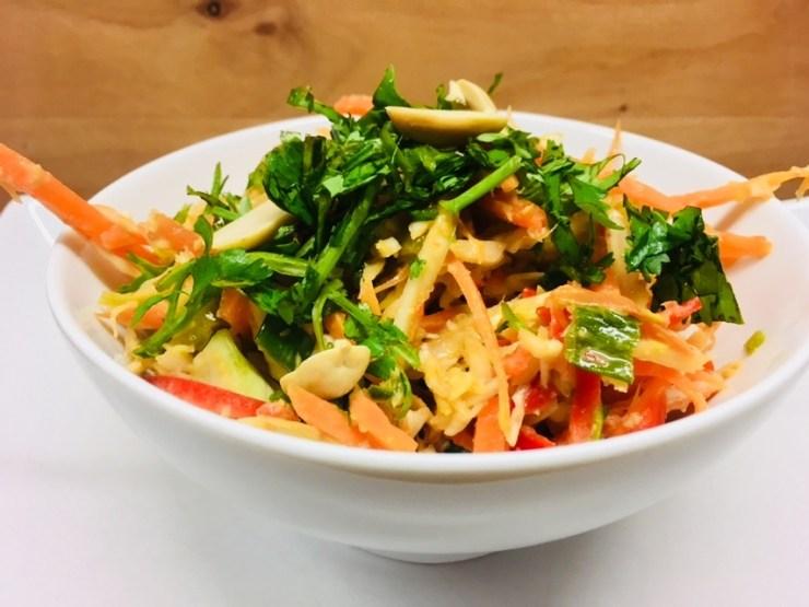 Thai Peanut Slaw - Weißkraut Salat mit Erdnuss Chili Dressing