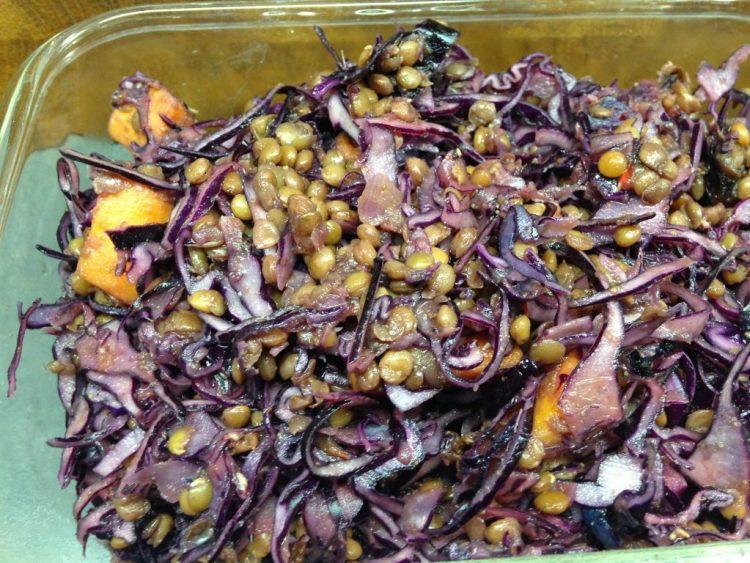 Rotkohl mit Süßkartoffeln, Datteln und Linsen