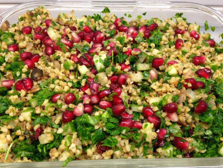 Hirse Salat mit Maronen, Nüssen, Gewürzen und Kräutern